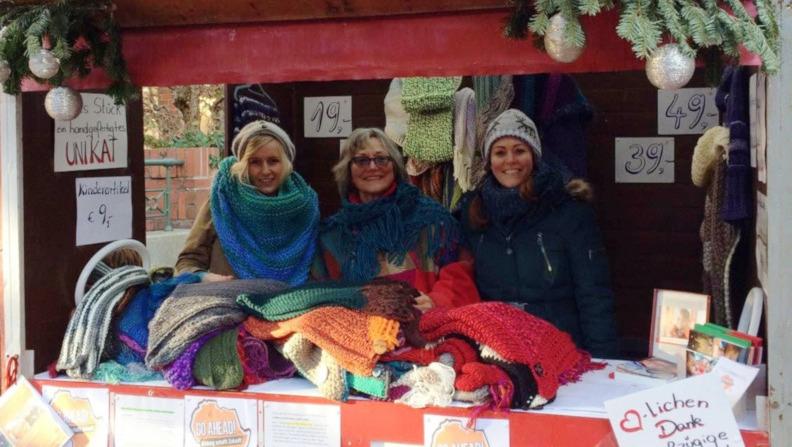 2000-Euro-Spende: Wolltücher und Schals für einen guten Zweck